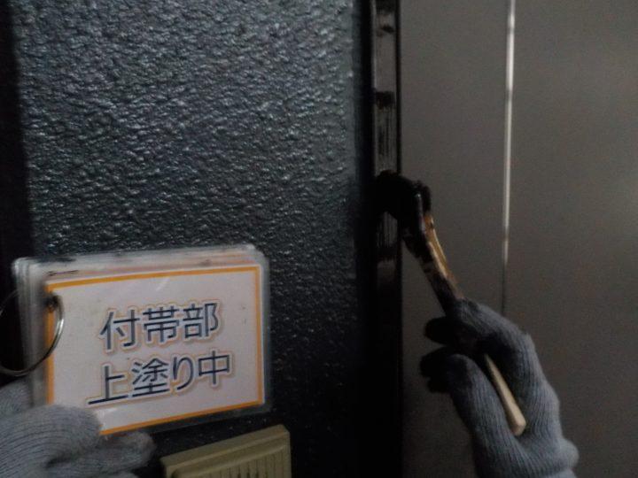 玄関窓枠塗装④